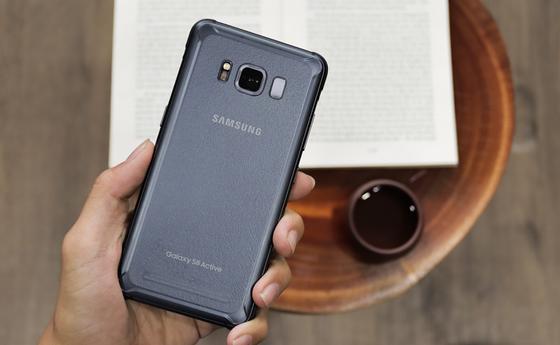 Samsung Galaxy S8 Active hút khách trong tầm giá 7 triệu  ảnh 1