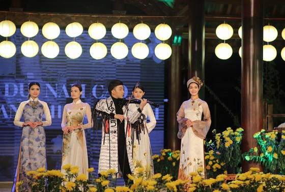 """Hoàng Rob đưa """"Mặt trời Phương Đông"""" đến Festival Huế 2018 ảnh 2"""