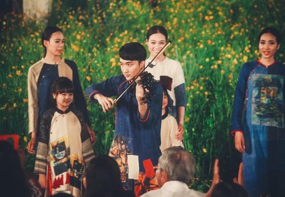 """Hoàng Rob đưa """"Mặt trời Phương Đông"""" đến Festival Huế 2018 ảnh 1"""