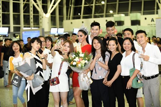 Hoa hậu Quốc tế Barbara Vitorelli rạng rỡ đến Hà Nội ảnh 2
