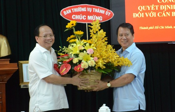 Thành ủy TPHCM trao quyết định nghỉ hưu cho đồng chí Nguyễn Hữu Nhân ảnh 3