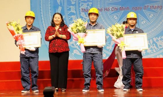 4 kỹ sư, công nhân Điện lực TPHCM nhận bằng khen của Thủ tướng Chính phủ ảnh 1