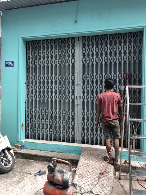 """UBND quận Bình Tân yêu cầu công an điều tra, xử lý nghiêm vụ """"khủng bố"""" bằng sơn, mắm tôm ảnh 2"""