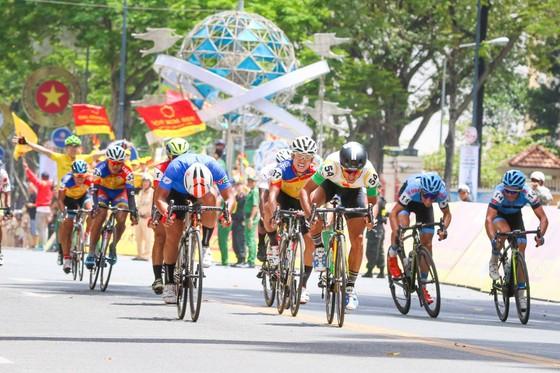 """""""Ngư ông đắc lợi"""", tay đua Hàn Quốc đoạt áo vàng chung cuộc ảnh 2"""