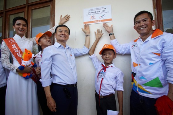 Cúp Truyền hình TPHCM 2018: Danh hài Việt Hương thán phục các VĐV xe đạp ảnh 3