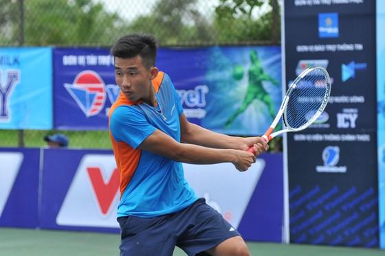 Tay vợt trẻ Nguyễn Văn Phương ngày càng tiến bộ.