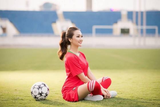 """Người đẹp Ngọc Nữ: """"Ronaldo sẽ vượt Harry Kane"""" ảnh 4"""