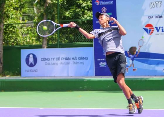 Tay vợt trẻ 15 tuổi Toàn Phụng xuất sắc vô địch U18.
