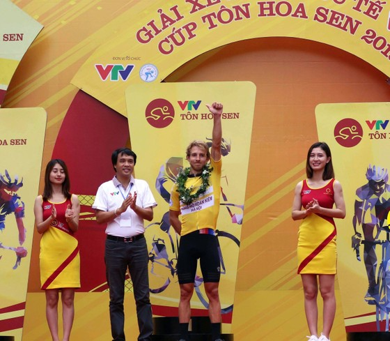 Nguyễn Thành Tâm thử sức nước rút các khách mời quốc tế ảnh 1