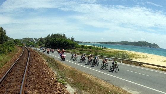 Giải xe đạp quốc tế VTV 2018: Các tay đua Việt hoàn thành tốt chặng đua kỷ lục 242 km ảnh 2