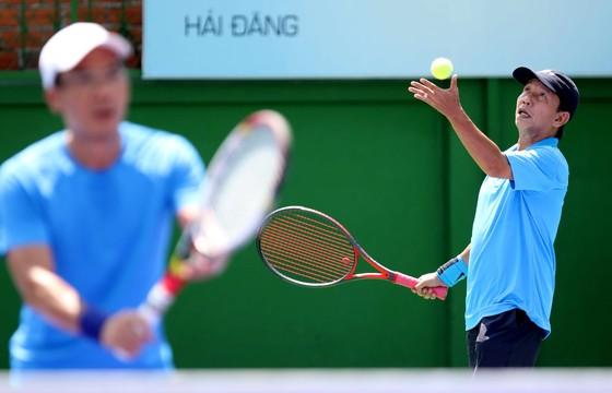 Mẹ ngôi sao quần vợt Lý Hoàng Nam tung hoành trên sân quần vợt phong trào ảnh 1