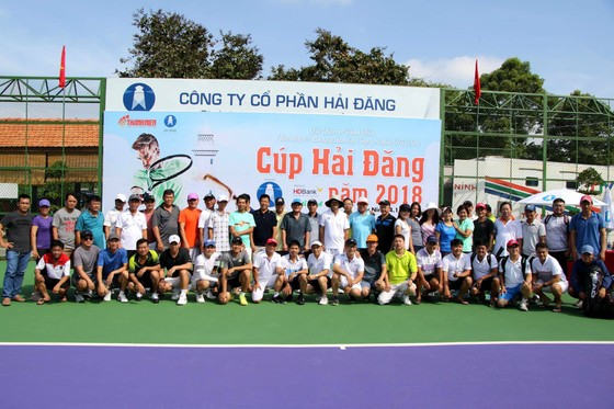 Mẹ ngôi sao quần vợt Lý Hoàng Nam tung hoành trên sân quần vợt phong trào ảnh 2