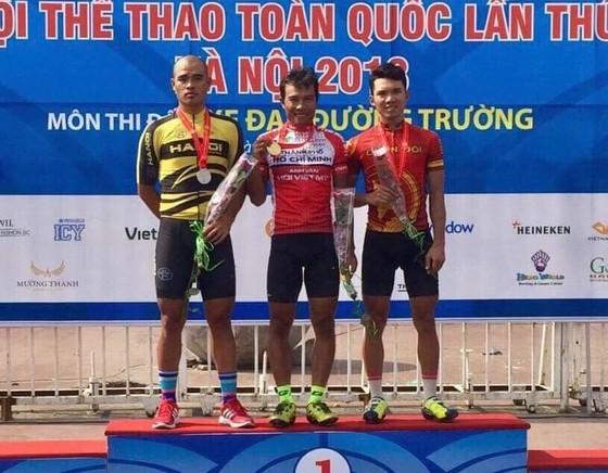 Nguyễn Trường Tài với chiếc huy chương vàng.