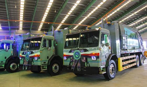 VWS tặng 6 chiếc xe vận chuyển rác thải chuyên dụng trị giá hơn 60 tỷ đồng ảnh 2