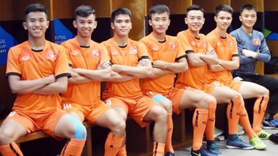 Các cầu thủ Việt Nam tự tin nhập cuộc. Ảnh: Quang Thắng