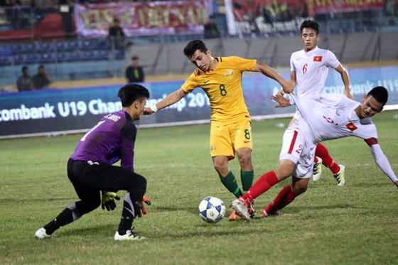 Cuộc so tài giữa Việt Nam và Australia tại giải U19 Đông Nam Á 2016 (ảnh: VFF)