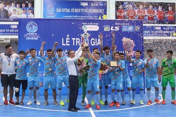 Đội HPN.Phú Nhuận lần đầu đăng quang giải vô địch TPHCM. (Ảnh: HOÀNG HÙNG)