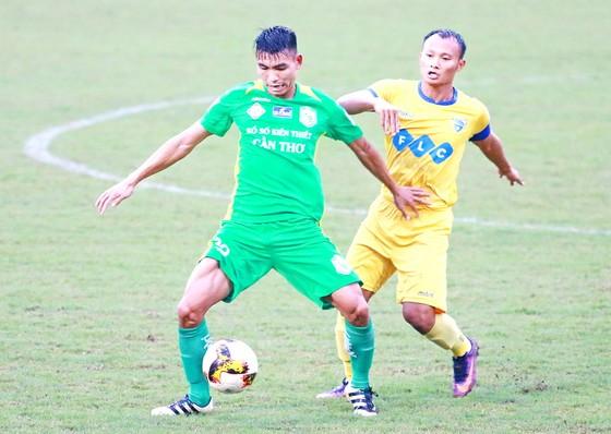 Trọng Hoàng, cầu thủ thi đấu nổi bật nhất trong chiến thắng của Thanh Hóa. (Ảnh: DƯƠNG THU)