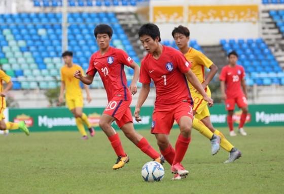 Đội Hàn Quốc (áo đỏ) giành vé cuối cùng tham dự VCK