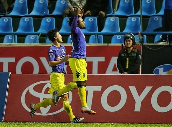 Trực tiếp vòng 26 V-League 2017: Quảng Nam vô địch, Anh Đức đoạt giải vua phá lưới ảnh 1