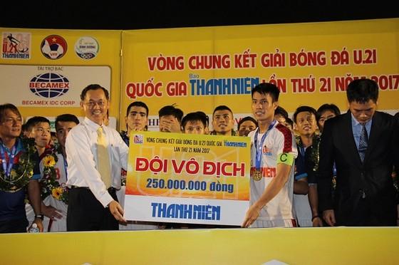 Đội HA.GL trở thành tân vô địch giải U21 Quốc gia 2017. Ảnh: DŨNG PHƯƠNG