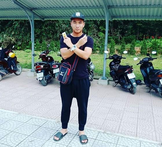 Trần Thành khoe hình giữ xe máy