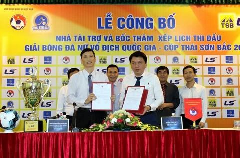 Đại diện VFF và nhà tài trợ Thái Sơn Bắc tại buổi họp giới thiệu về giải