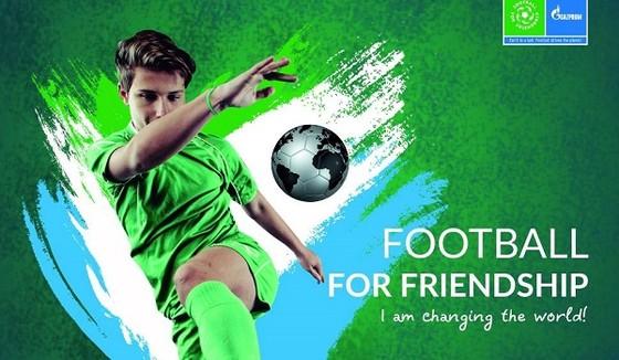 Hai cầu thủ trẻ Việt Nam tham dự chương trình Football For Friendship