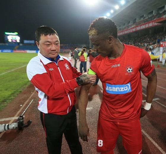 HLV Trương Việt Hoàng đặt nhiều hy vọng giành chiến thắng ở vòng 7. Ảnh: MINH HOÀNG