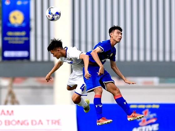 PVF (áo xanh) giành 3 điểm đầu tiên