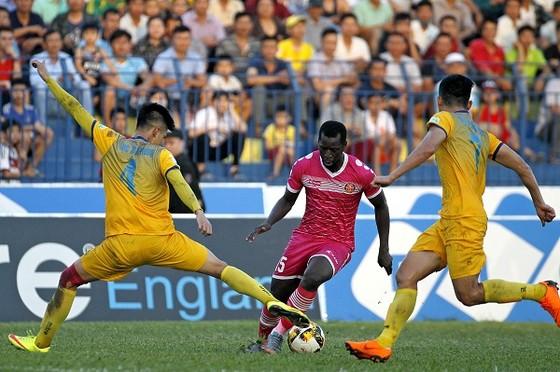 Vòng 18 Nuti Cafe V-League 2018: Nam Định trắng tay trên sân nhà ảnh 2