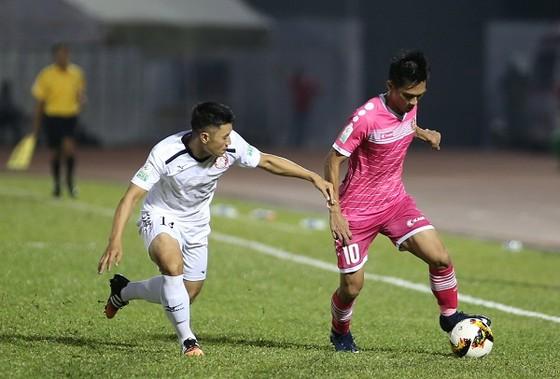 Vé trụ hạng Nuti Cafe V-League 2018: TPHCM và Sài Gòn nắm lợi thế