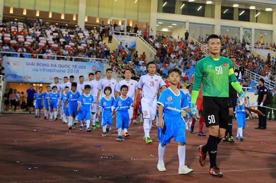 (Trực tiếp) Olympic Việt Nam - Olympic Oman 1-0: Văn Hậu thực hiện siêu phẩm phút 90 ảnh 3