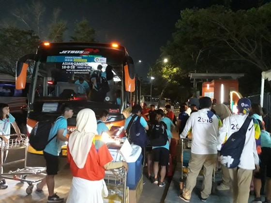 Đội nữ Việt Nam chuyển khách sạn trong đêm 17-8