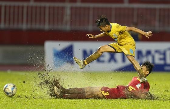SLNA vượt qua Khánh Hòa để giành vé vào tranh chung kết. Ảnh: ANH TRẦN
