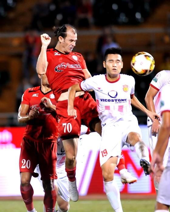 Áp lực cho Nam Định và Cần Thơ ở vòng 22 Nuti Cafe V-League 2018 ảnh 2