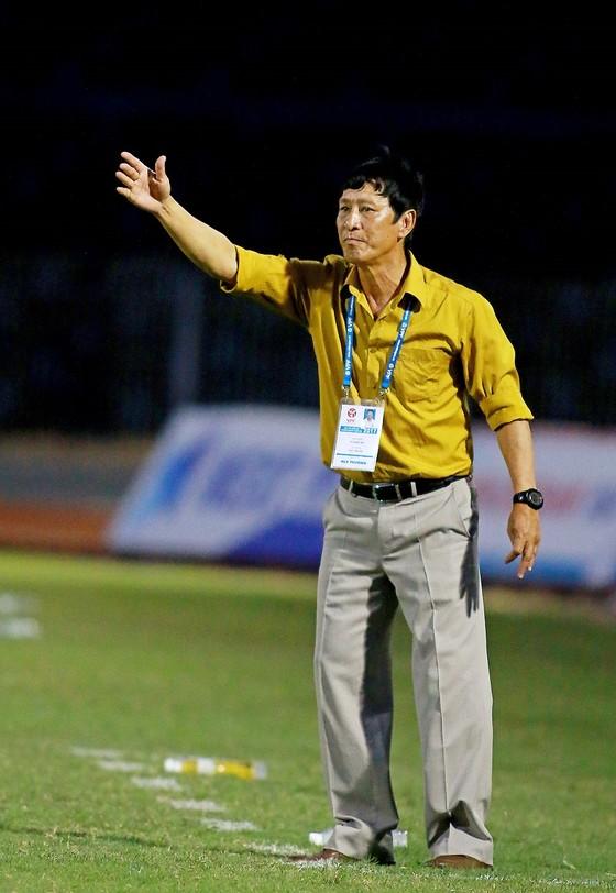 """""""Phù thủy"""" Vũ Quang Bảo thừa nhận cửa trụ hạng rất khó với Cần Thơ ảnh 1"""