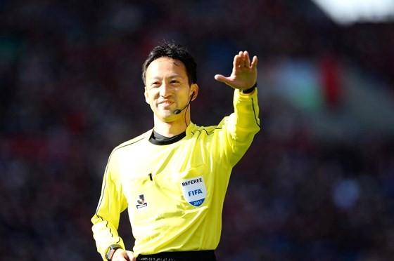 Trọng tài Jumpei trong lần được VPF mời sang điều hành V-League