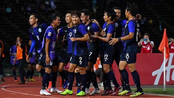 Keisuke Honda muốn nâng chất bóng đá Campuchia ảnh 1