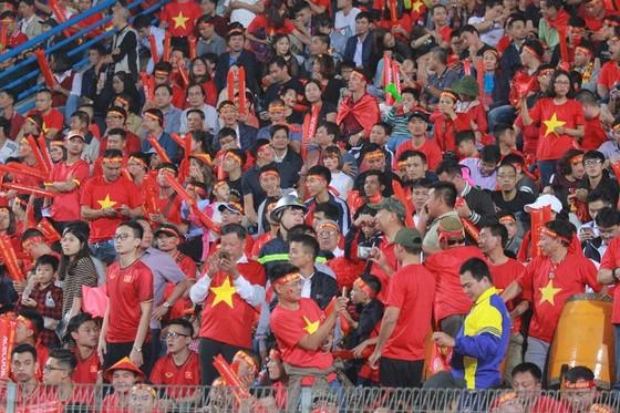 Việt Nam - Campuchia 3-0: Lấy ngôi đầu bảng ảnh 1