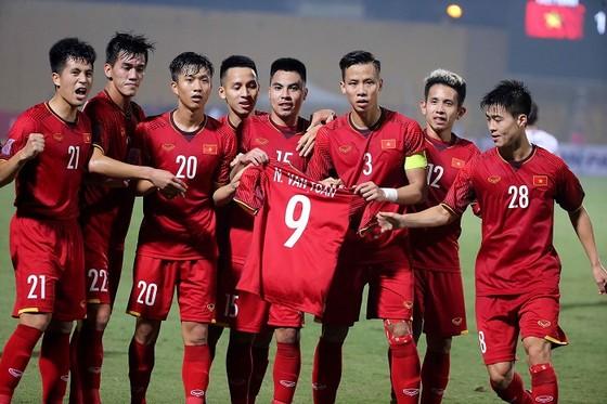 Thắng dễ Campuchia, HLV Park Hang-seo báo tin dữ về Văn Toàn ảnh 1