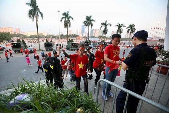 (Trực tiếp): Việt Nam - Philippines 1-0: Quang Hải 'bắn hạ' khung thành Philippines ảnh 1