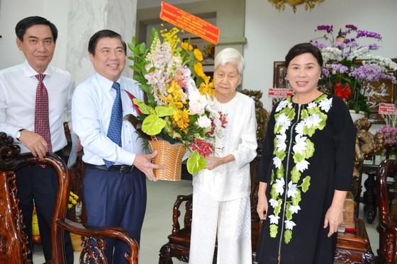 Lãnh đạo TPHCM thăm, chúc mừng Ngày Thầy thuốc Việt Nam 27-2 ảnh 1