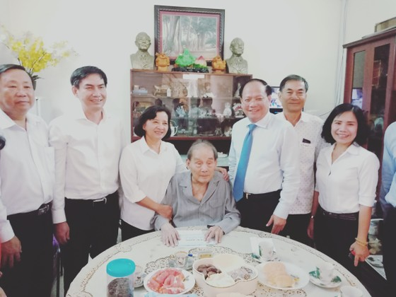 Lãnh đạo TPHCM thăm, chúc mừng Ngày Thầy thuốc Việt Nam 27-2 ảnh 5