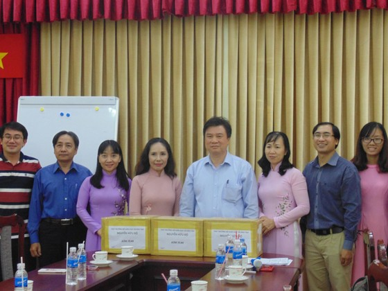 Thứ trưởng Bộ GD-ĐT Nguyễn Hữu Độ làm việc tại TPHCM về dự thảo chương trình phổ thông mới ảnh 2