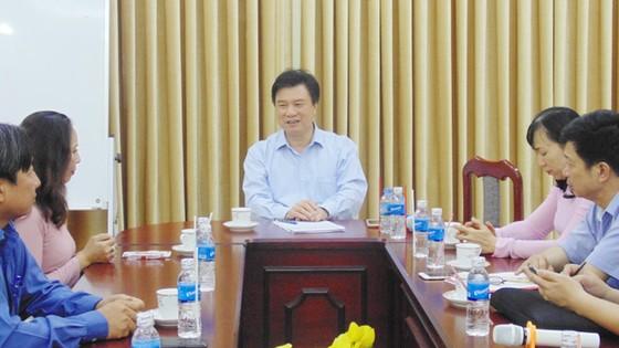 Thứ trưởng Bộ GD-ĐT Nguyễn Hữu Độ làm việc tại TPHCM về dự thảo chương trình phổ thông mới ảnh 1