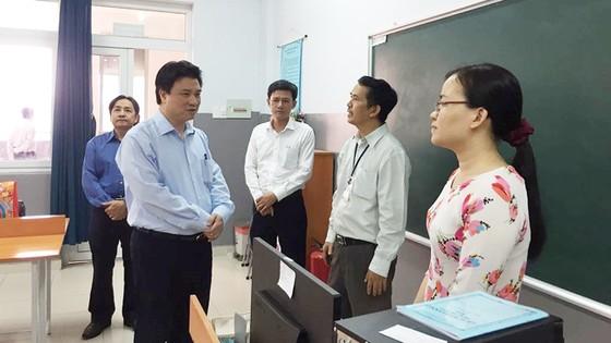 Thứ trưởng Bộ GD-ĐT Nguyễn Hữu Độ làm việc tại TPHCM về dự thảo chương trình phổ thông mới ảnh 3