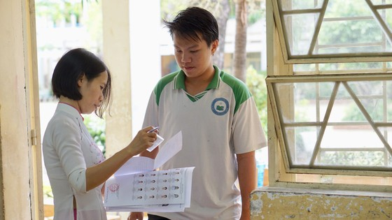 TPHCM: Hơn 78.000 thí sinh làm thủ tục dự thi THPT quốc gia năm 2018 ảnh 5