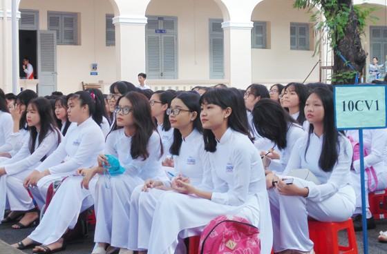Từ năm 2020, trường THPT được tự chủ tuyển dụng giáo viên ảnh 1