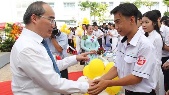 """Xúc động lời nhắn gửi """"Học để làm gì?"""" của Bí thư Thành ủy TPHCM Nguyễn Thiện Nhân  ảnh 1"""